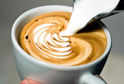 bester Kaffeevollautomat: Milchkaffee